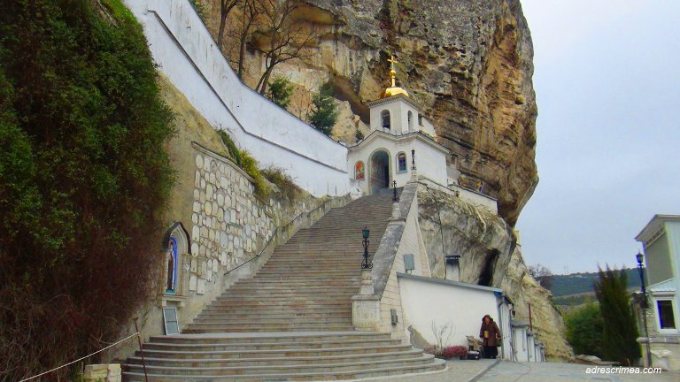 монастырь в бахчесарае